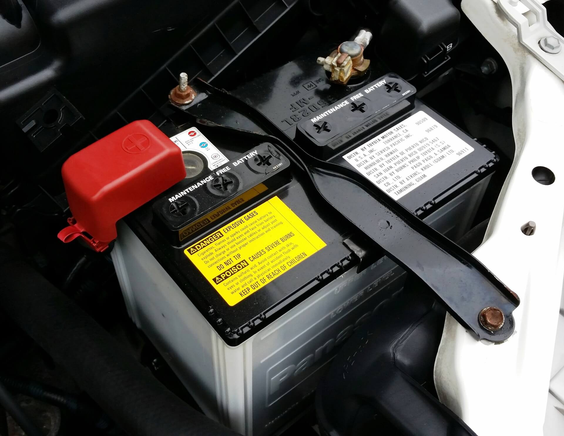 baterías de coche y camión en ciudad lineal