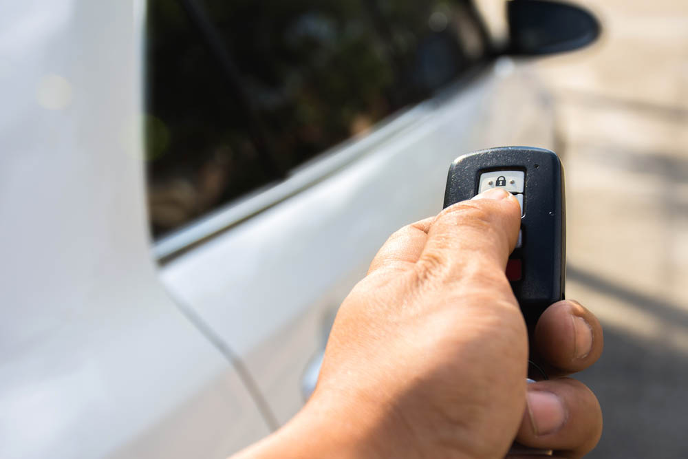 instalación de sonido y seguridad para automóvil